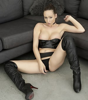 Free Boots Porn Pictures