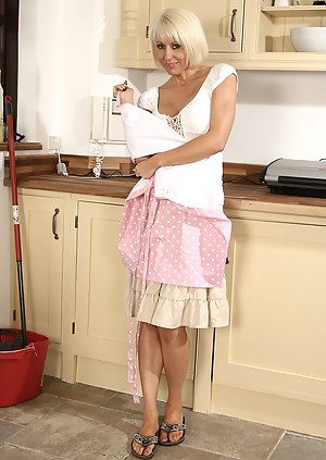 Free Housewife Porn Pictures